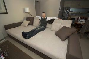 Kavč, ki se spremeni v posteljo